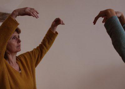 gymnastique sensorielle-respiration-bras-levés